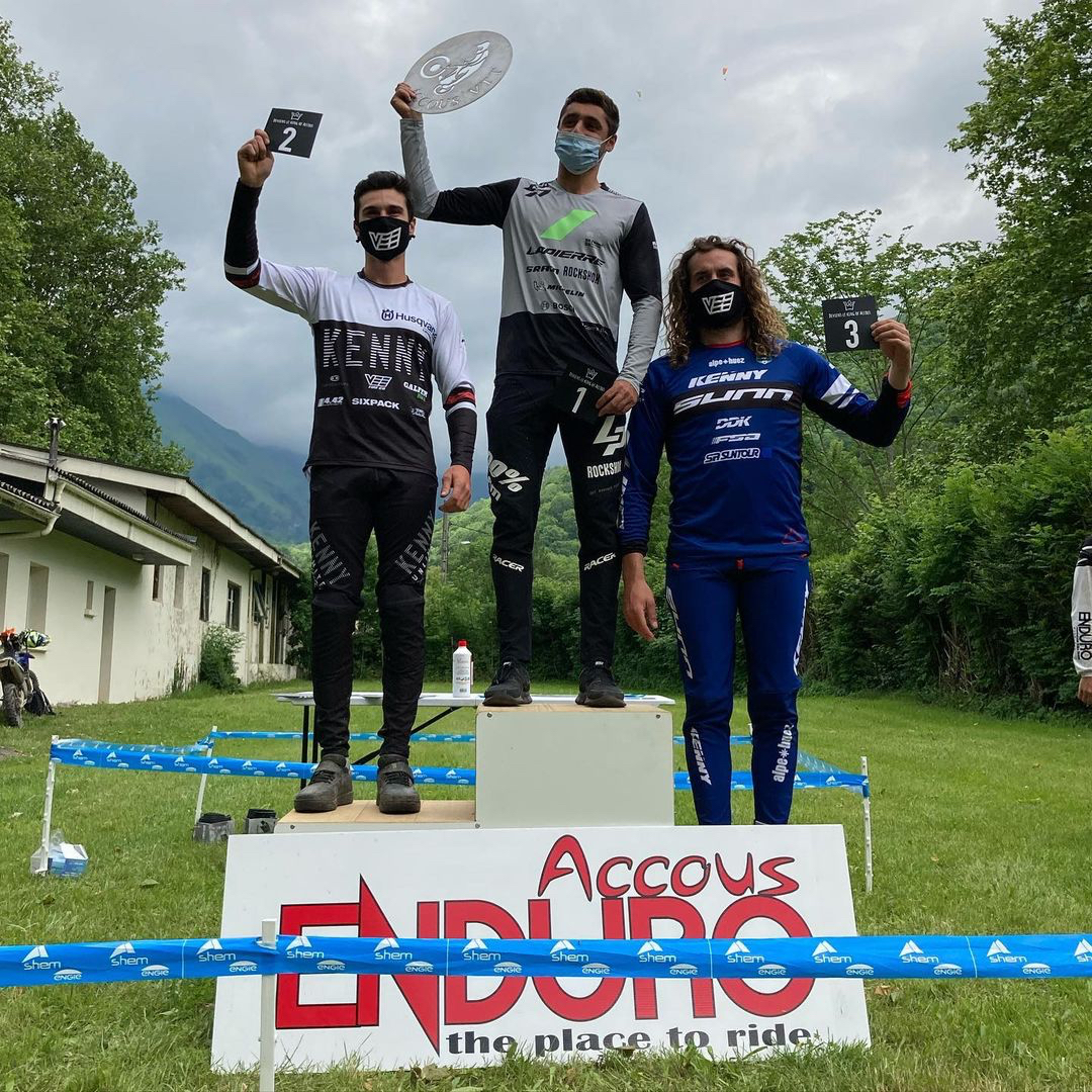 Vee Tire Co. Athletes score big in Downhill, Enduro and E-Enduro this weekend!